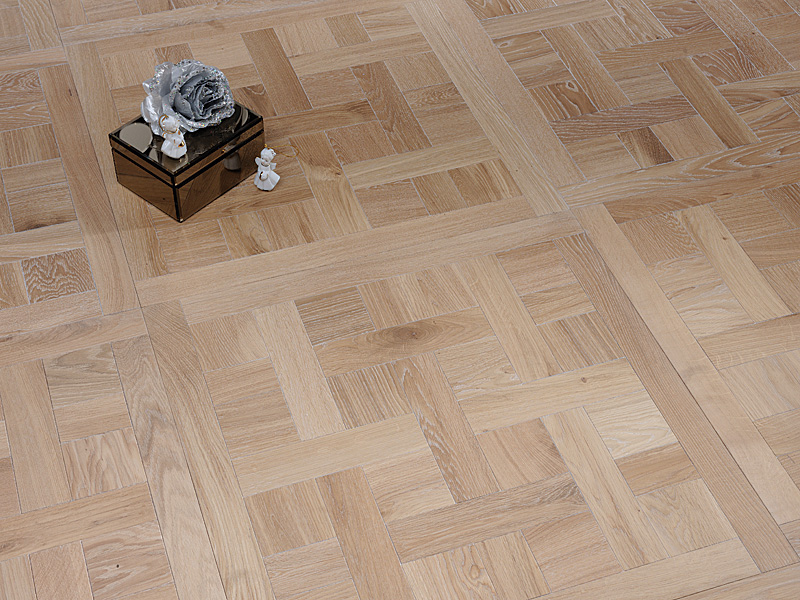 cheverny oak natural oak ff reclaimed french oak chevron large madeiras solid oak flooring. Black Bedroom Furniture Sets. Home Design Ideas